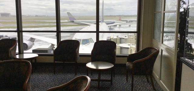 空港のラウンジ